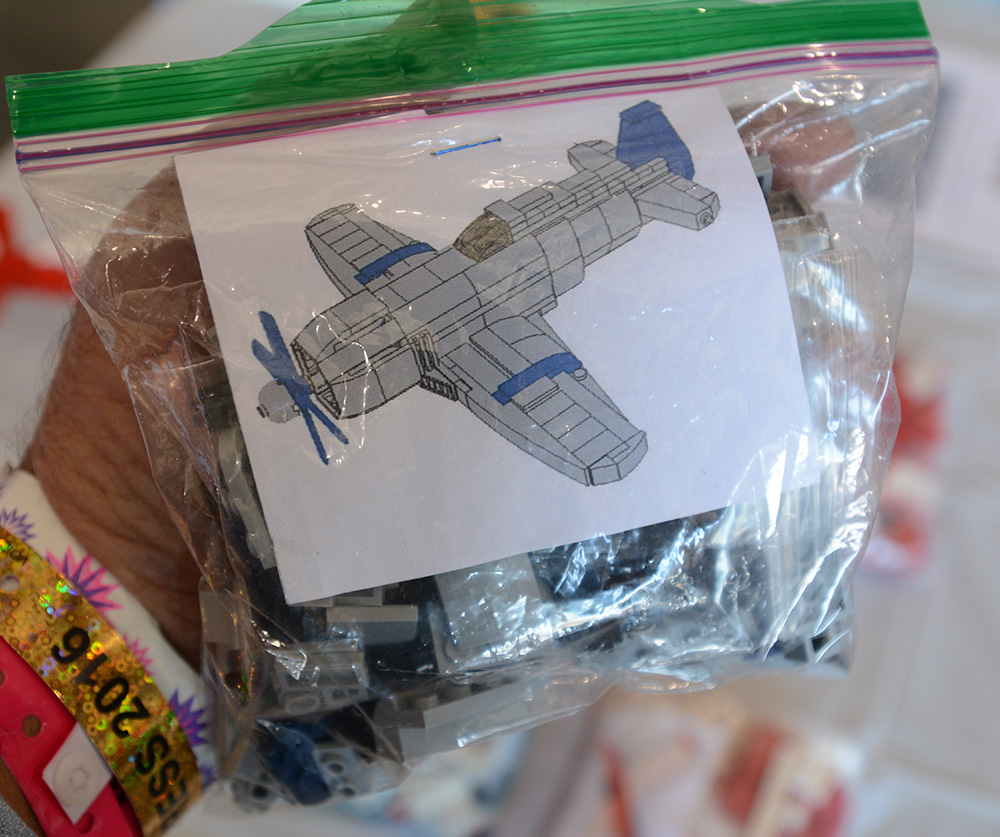 Unless you're a Lego expert you're going to want Flying Brix's bagged kits when building one of their models. Like its racing brethren this Czech Mate model comes with the bricks and an instruction manual—plus a free sandwich bag.
