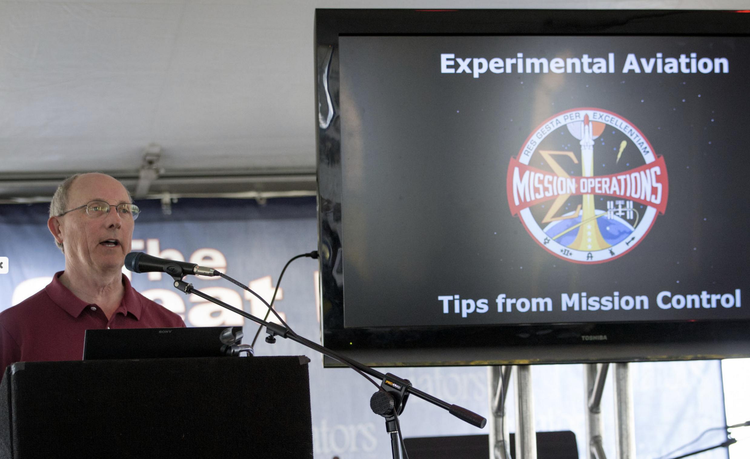 Paul Dye giving a presentation at the 2016 Sebring EXPO. Sebring 2016. Photo credit: Sebring Aviation Expo.