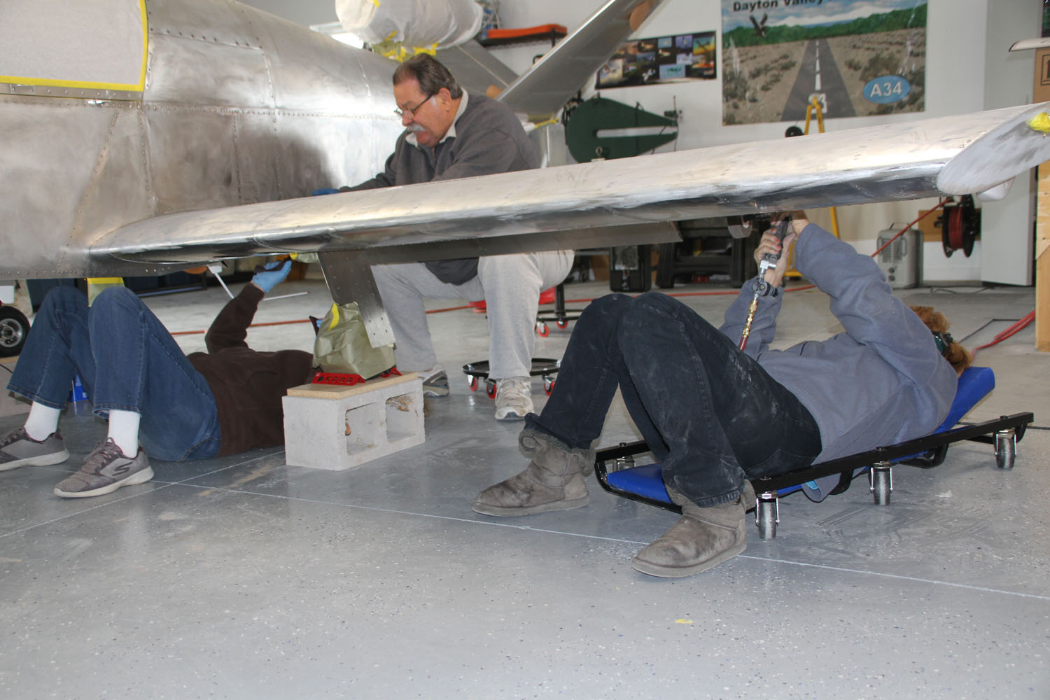 John Stahr wipes down the entire plane to remove the aluminum and Scotchbrite dust.