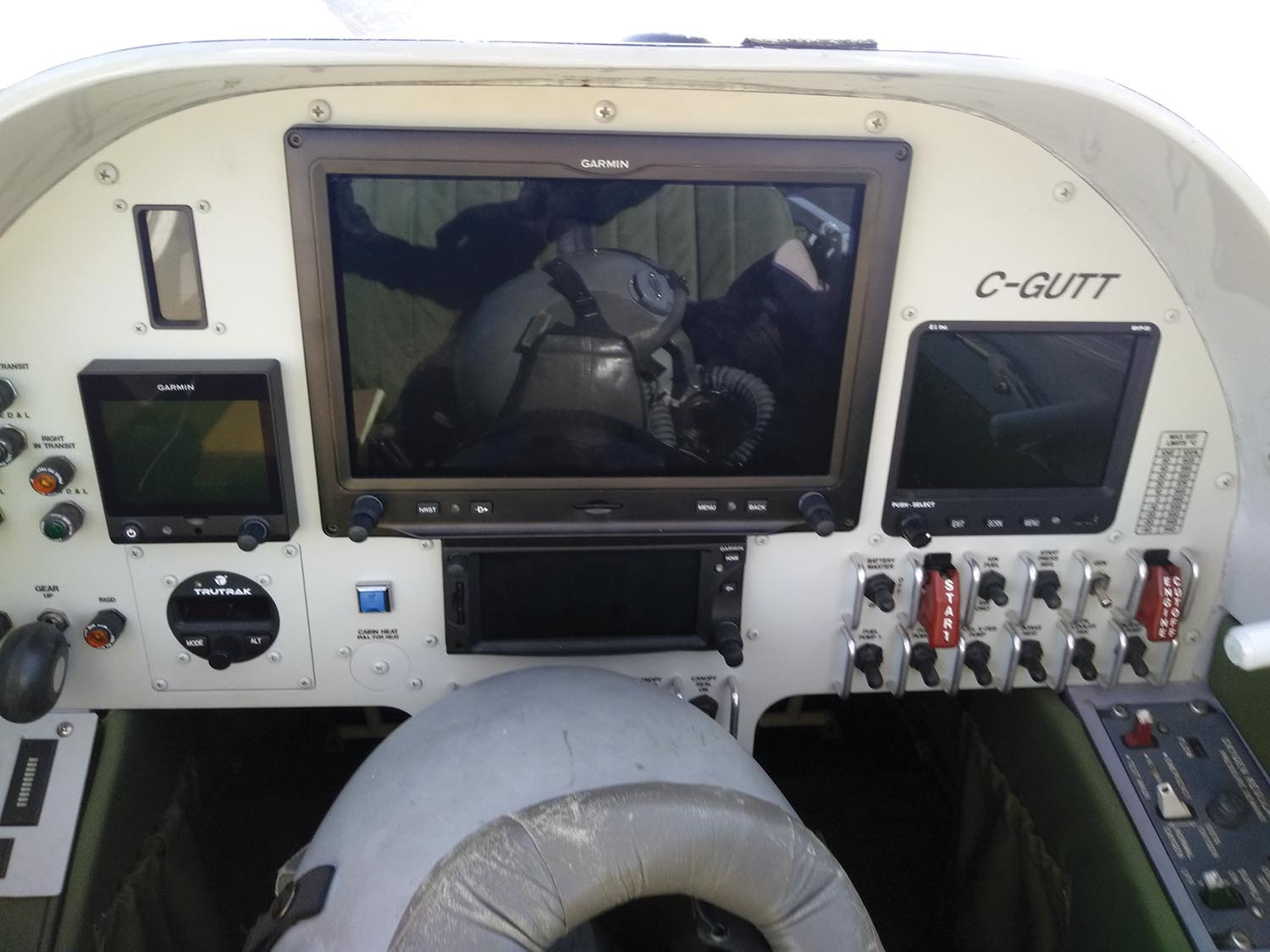 In the front seat of Abbott's Turbine Legend is a collection of Garmin glass, including a G3X Touch backed up by a G5.
